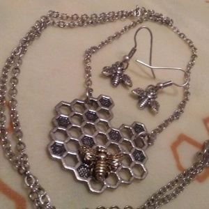 Jewelry - Honeycomb & Bee Necklace w/Bee Earrings